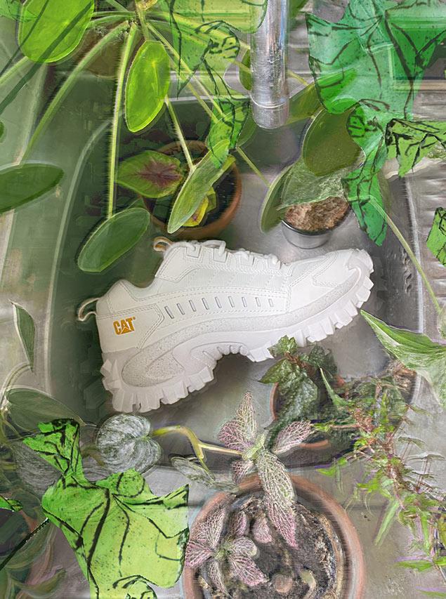 Barbara Malewicz porte des sneakers de la marque Caterpillar intruder star white blanche